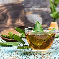 Bobkový list a zdravie – proti dne, na kĺby, trávenie, na akné
