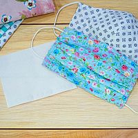 Návod, ako si vyrobiť rúško z látky či papiera doma. Ide to aj bez šitia