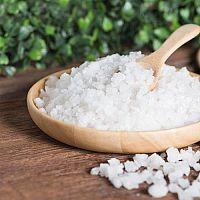 Epsomská soľ (horká soľ) – použitie na akné, vlasy aj chudnutie