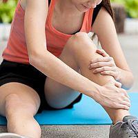 Kŕče v nohách pri cvičení aj počas spánku - príčiny a liečba