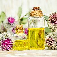 Lopúchový olej proti vypadávaniu vlasov. Naozaj funguje?