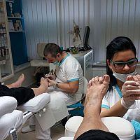 Alena Mlyneková: Podológ nohy prehliada a vyšetruje, konzultuje s pacientom jeho problémy