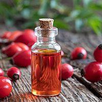 Šípkový olej na tvár, pleť, strie a jazvy