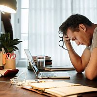 Čo pomáha proti stresu? Čaj, lieky aj bylinky