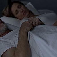 Syndróm apnoe - zákerná spánková choroba. Symptómom je aj chrápanie