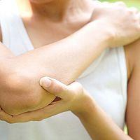Tenisový lakeť – príznaky, liečba, cviky