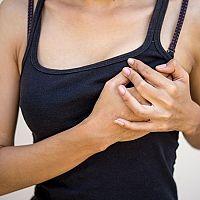 Bolesti pŕs pred menštruáciou, pri ovulácii či mimo cyklu – príčiny a riešenia