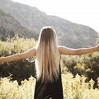 Návod, ako urýchliť rast vlasov. Čo podporuje rast vlasov