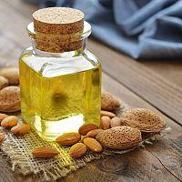 Mandľový olej má výborné účinky na pleť a vlasy. Navyše znižuje cholesterol!