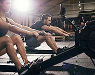 Výhody cvičenia na veslovacom trenažéri + najlepšie veslovacie trenažéry na doma