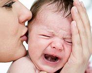 Detské koliky a bolesti bruška u novorodencov  – kvapky a krémy ako riešenie