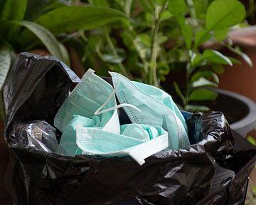 Koronavírus: Ako naložiť s použitými rúškami, respirátormi a rukavicami?