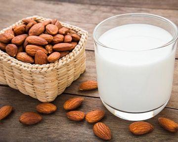 Mandľové mlieko – zloženie, účinky, použitie a cena + recept na domáce mandľové mlieko
