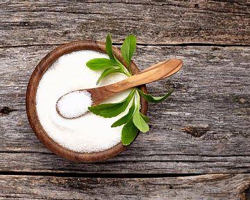 Stévia má liečivé i nežiaduce účinky. Náhradné sladidlo vo forme prášku i tabliet na chudnutie