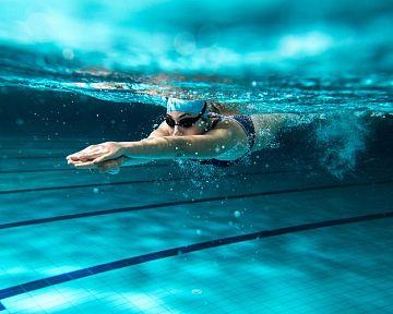 Plávanie a zdravie – benefity, účinky, správna technika, rýchlosť. Vhodné v tehotenstve i pre deti