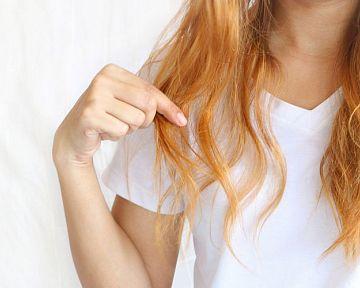 Ako sa starať o zničené farbené vlasy? Pomôže šampón a kondicionér na farbené vlasy