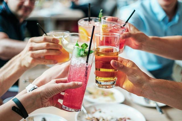 Alkoholické nápoje spôsobujú pálenie záhy
