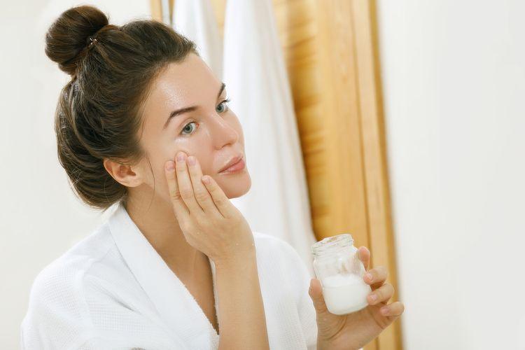 Kokosový olej na tvár aj akné