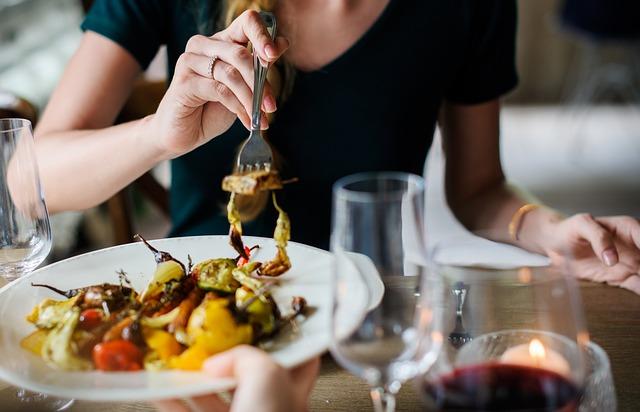 Menšie porcie jedla pomôžu pri pálení záhy